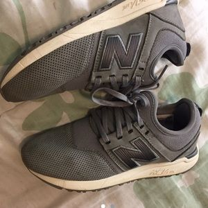 New balance sneakers gray